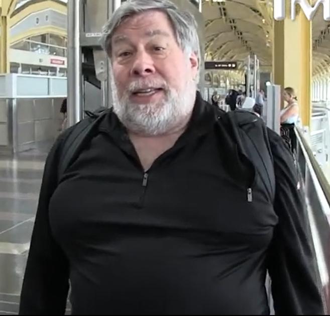 Wozniak Warns Public to 'Get Off Facebook'